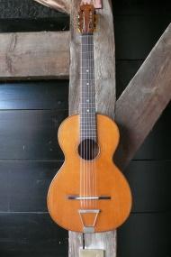 Manouche parlor gitaar uit Spanje gemaakt door Gonzales