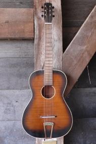 sunburst Parlor gitaar