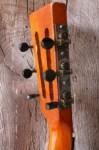 originele tuners met zwarte bakelieten knopjes